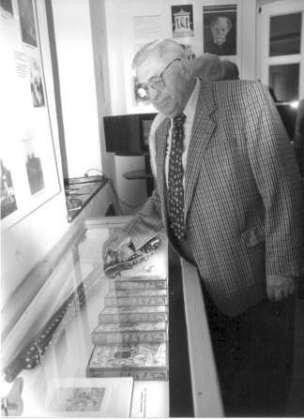 Dr. Otto Braun vor der Silberbüchse